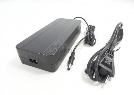 QWIC-snellader-36V-4A-zwart-zwart-DC2.1--8718792025690-overzicht-logo