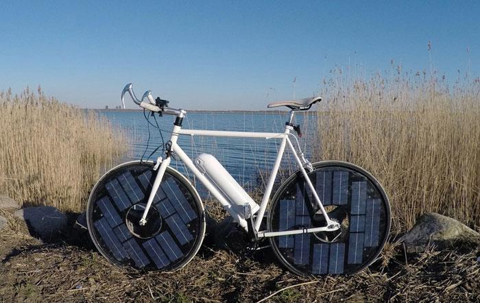 Snelle E-bike op zonne-energie zijkant